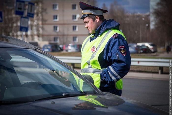 Только в этих трёх случаях водитель обязан выходить из машины по требованию инспектора